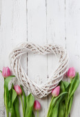 Wooden heart and pink tulips — Стоковое фото