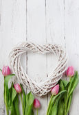 Wooden heart and pink tulips — Stock fotografie