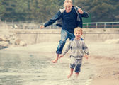 Father with son running — Stok fotoğraf