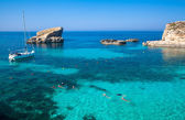 Blue lagoon at Comino - Malta — Stock Photo
