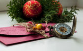 Christmas time, christmas balls and clock. Letter — Stockfoto