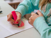 Girl Making Drawing — Stock Photo