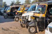 Parking auto rickshaws or tuk-tuk on the street  — Stock Photo