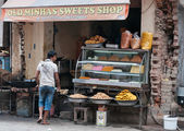 Local sweet and snack shop in Amritsar — Stock Photo