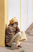 Indian sadhu sits on the street in Vrindavan — Stock Photo