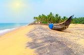 Fishing  Boat on Tropical beach — Stock Photo