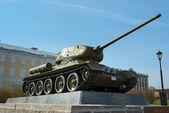 Tank T-34 in the territory of the Nizhny Novgorod Kremlin — Stock Photo