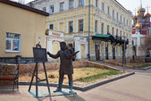 Sculpture artist Konstantin Makovsky with easel for painting work Minin Proclamation 1893 at Rozhdestvenskaya street in Nizhny Novgorod — Stock Photo