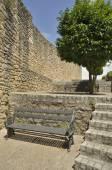 Iron bench and tree — Stock Photo