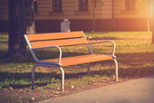 Soft photo of a bench in the autumn park — 图库照片
