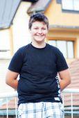 Hübsche Teen posiert outdor — Stockfoto
