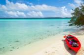 Reaching a desert island by canoeing — Stock Photo