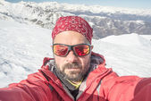 Alpin skier taking selfie — Stock Photo