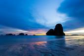 Low tide at sunset in the gorgeous Railey Bay, Thailand — Stock Photo