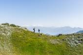 Hiking in the Alps on panoramic footpath — Stock Photo
