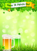 St. Patricks Day leaflet template with beer and clovers on light green background — Stock Vector