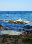 Waves and rocks at ocean bay in Sri-Lanka — Stock Photo