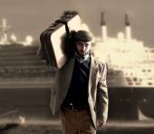 Emigrant with a transatlantic ship behind — Stock Photo
