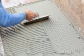 Tiler works with flooring. — Stock Photo