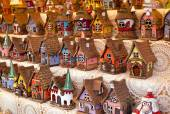 Sale of reproductions of small houses typical German. — Stockfoto