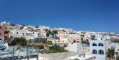 Typical residential landscape of Fira, Santorini in Greece. — Foto de Stock