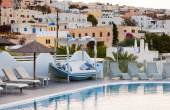View of Fira town from a resort with swimming pool. — ストック写真