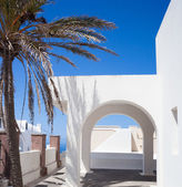 Traditional Greek architecture with white arch on blue sky. — Stock Photo