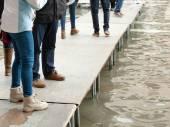 People walking on catwalk in Venice — Stock Photo