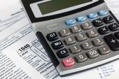 US Individual Tax Return Form 1040 close up with calculator — Stock Photo