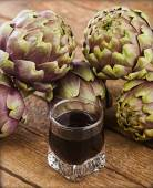 Alcoholic drink with artichoke extract. — Stock Photo