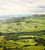 View of the town of Pienza with the typical Tuscan hills — Fotografia Stock