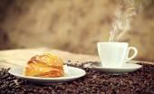Neapolitan Sfogliatella riccia with espresso — Stock Photo