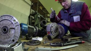 Industrial Machinery Mechanics and Maintenance Worker — Stock Video