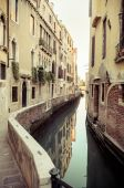 Old alleyway in Venice, Italy — Stock Photo