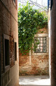 Old alleyway in Venice Italy  — Stock Photo