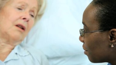 Caring Nurse Reassuring Older Patient Hospital Bed — Stock Video