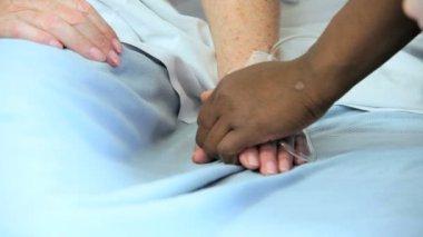 Hospital nurse taking blood pressure — Vídeo de stock