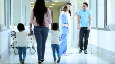 Nursing staff talking to patient — Stock Video