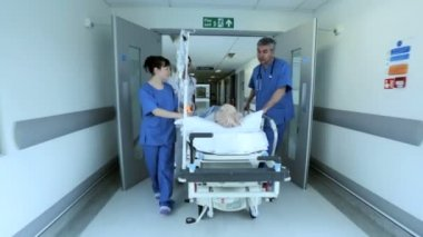 Patient Hospital Bed Moved by Medical Staff — Vídeo de stock