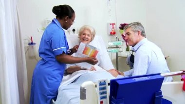 Male Relative Talking Medical Staff Mature Lady Hospital Ward — Stock Video