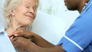 Ethnic Cardiology Nurse Treating Senior Patient — Stock Video