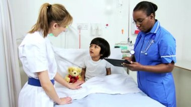 Asian Indian Child Receiving Specialist Paediatric Care — Vídeo de Stock