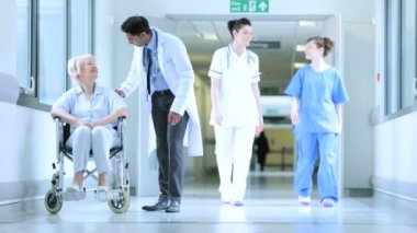 Hospital Patients Receiving Care Medical Staff — Vídeo de stock