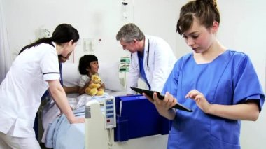 Nurse recording medical treatment in tablet — Stock Video