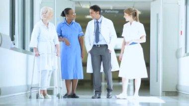Hospital Corridor Busy With Staff Patients — Vídeo de stock