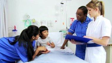 Pediatric Nursing Staff Treating Child Patient — Stock Video