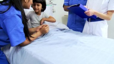 Nursing Staff Recording Treatment Child Patient — Stock Video