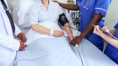 Ethnic Nurse Taking Hospital Patient Blood Pressure — Stock Video