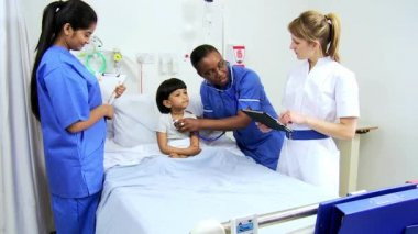Pediatric Nursing Staff Treating Child Patient — Vidéo
