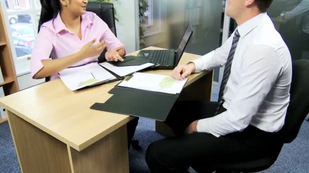 Job applicant and recruitment manager shaking hands — Vidéo